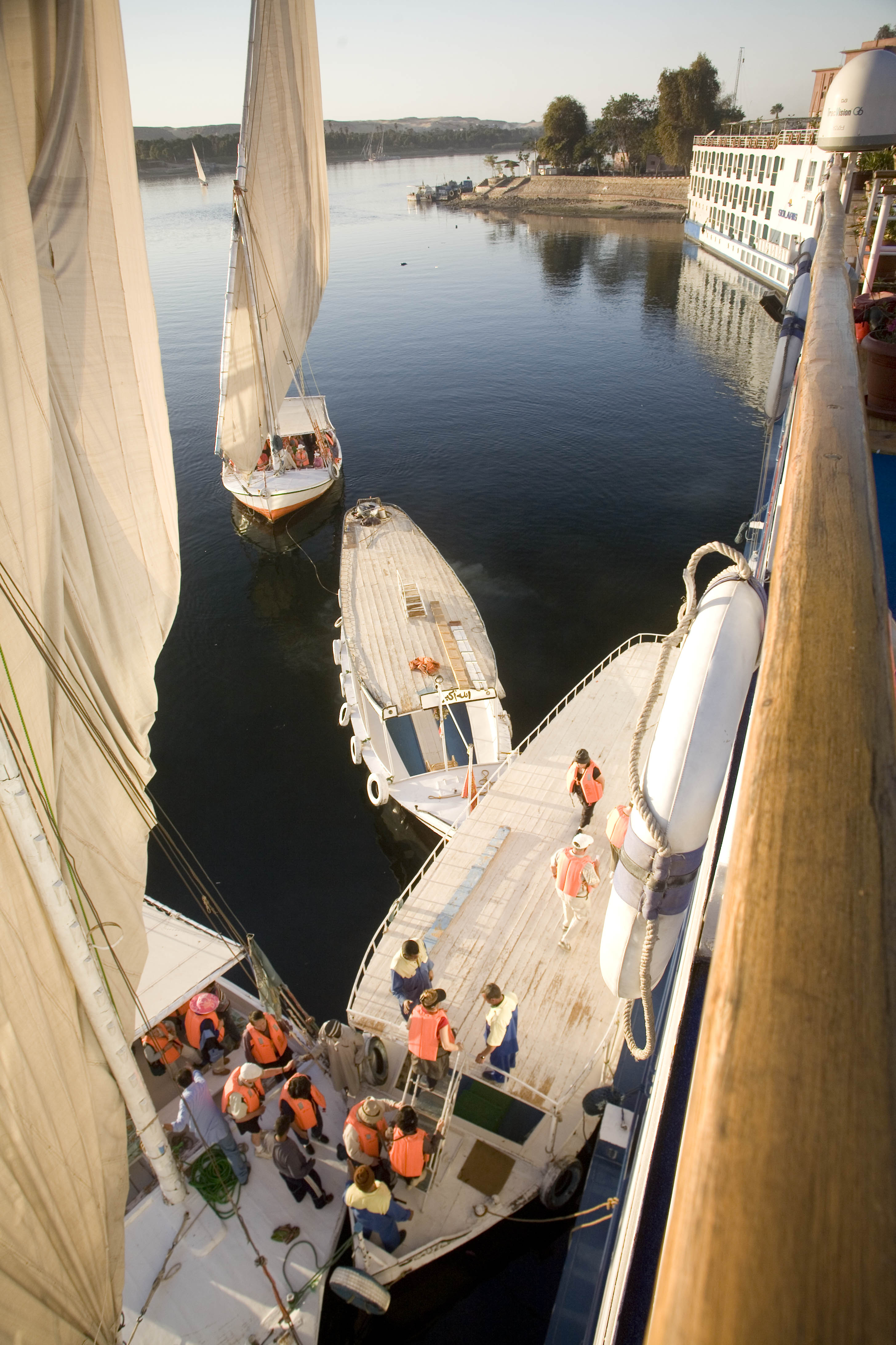 Cruise passengers return from Felluca sailing