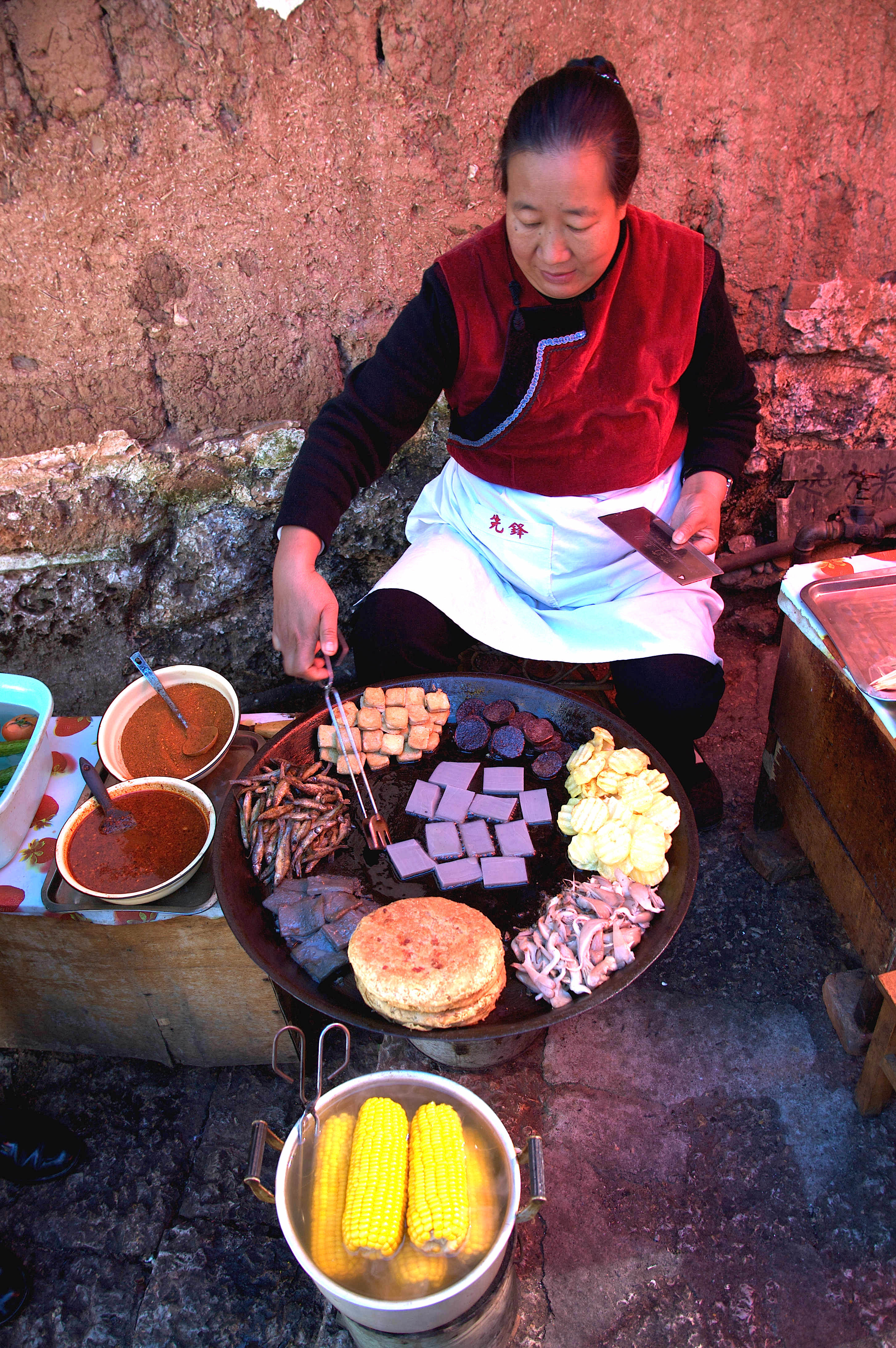 Sidewalk chef in historic Old Town Lijiang